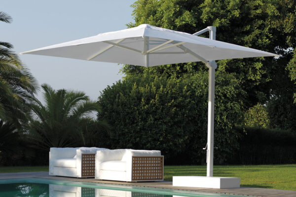 How to Choose an Outdoor Umbrella: Space, Material and Model