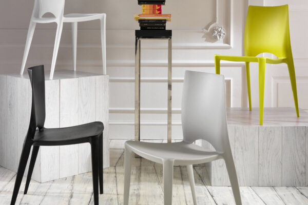 Chairs in Polypropylene: the Main Reasons to Choose this Plastic Material